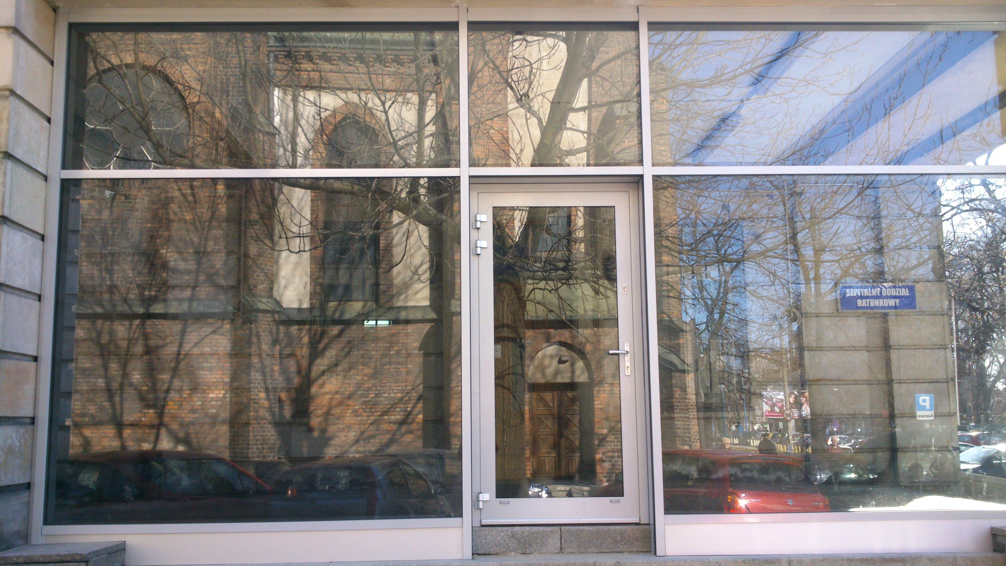 Wejście główne Szpitala na ul. Lindleya w Warszawie